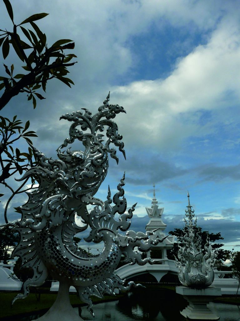 kuriozum6_Wat Rong Khun